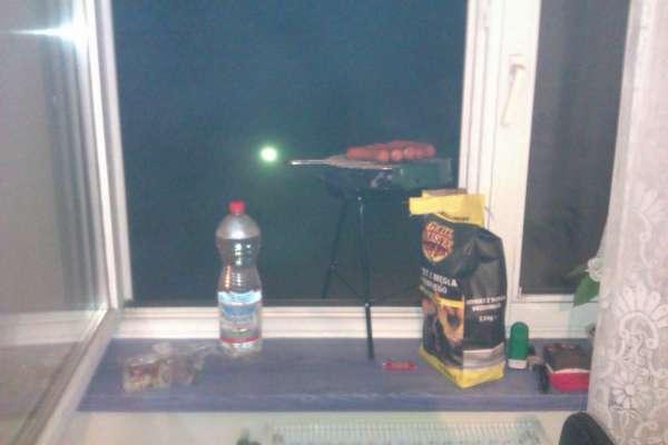 najlepsze miejsce do grillowania ;) --> parapet